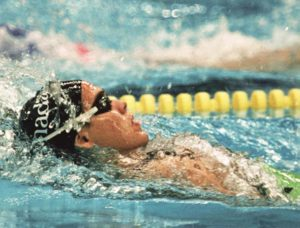 Canada's Lori Melien competing in the swimming event at the 1988 Olympic games in Seoul. (CP PHOTO/ COA/ Cromby McNeil) Lori Melien du Canada participe aux Jeux olympiques de Séoul de 1988 en natation. (PC Photo/AOC)